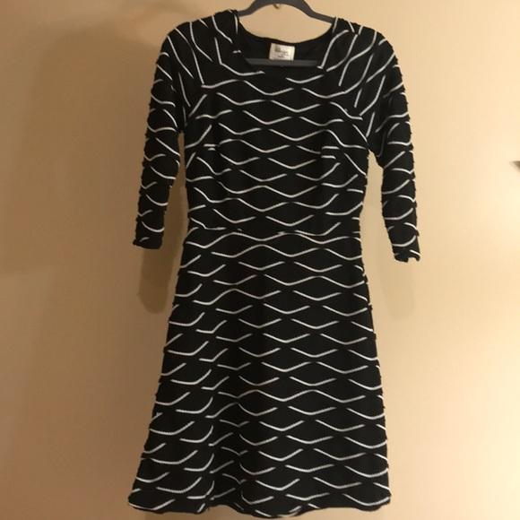 ECI Dresses & Skirts - Amazing FUN ribbed black and white dress